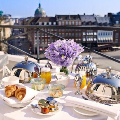Meal, Brunch, Restaurant, Breakfast, Table, Yacht, Rehearsal dinner, Luxury yacht, Lunch, Flower,