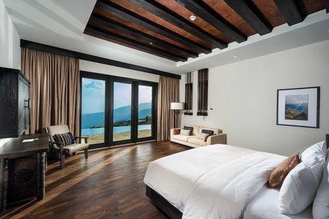 Bedroom, Room, Property, Furniture, Ceiling, Interior design, Building, Bed, Suite, Floor,