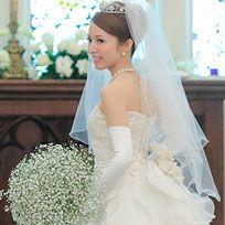 Bride, Wedding dress, Gown, Dress, Clothing, Veil, Bridal clothing, Shoulder, Bridal accessory, Headpiece,