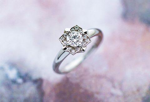 Ring, Engagement ring, Body jewelry, Jewellery, Pre-engagement ring, Fashion accessory, Diamond, Platinum, Macro photography, Gemstone,