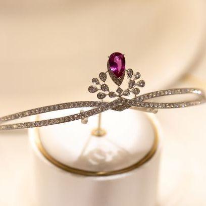 Fashion accessory, Jewellery, Ring, Gemstone, Diamond, Ruby, Engagement ring, Macro photography, Platinum, Body jewelry,