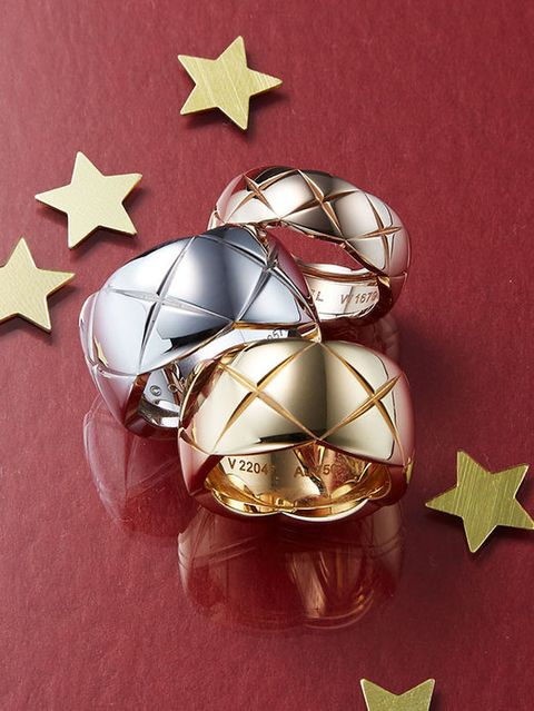 Ball, Ball, Sphere, Craft, Star, Creative arts, Silver, Astronomical object, Soccer ball, Symbol,