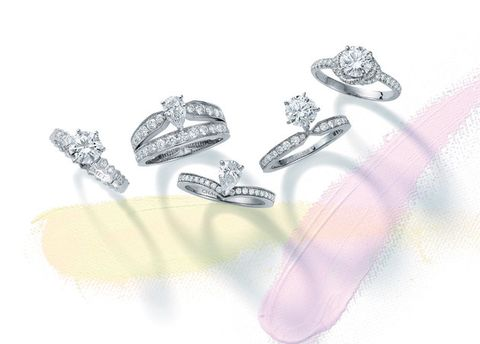 Body jewelry, Fashion accessory, Platinum, Jewellery, Diamond, Footwear, Ring, Engagement ring, Silver, Finger,