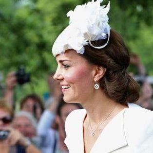 Hair, Headpiece, Hair accessory, Fashion, Fashion accessory, Headgear, Headband, Event, Hat,