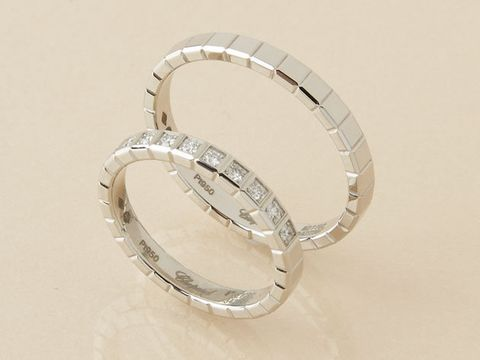 Body jewelry, Jewellery, Fashion accessory, Platinum, Ring, Metal, Silver, Engagement ring, Wedding ceremony supply, Circle,