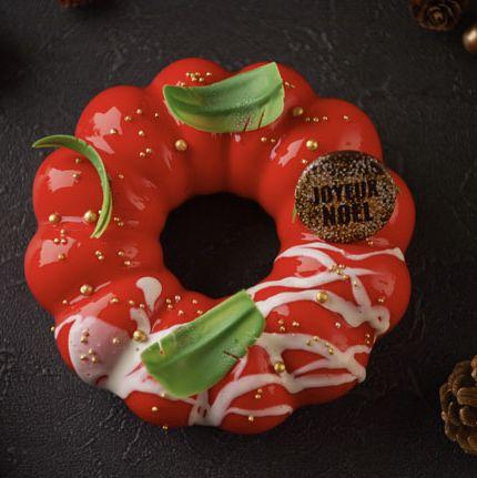 Food, Doughnut, Ciambella, Cuisine, Glaze, Baked goods, Sweetness, Dessert, Christmas ornament,
