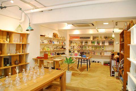 Building, Interior design, Room, Retail, Furniture, Outlet store, Shelf,
