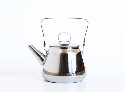 Small appliance, Home appliance, Coffeemaker, Serveware, Kitchen appliance, Beige, Kettle, Jug, Tableware,