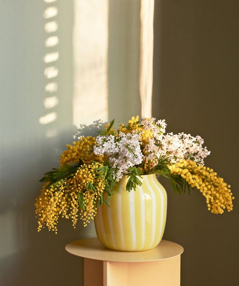 Flowerpot, Flower, Cut flowers, Bouquet, Yellow, Floristry, Flower Arranging, Plant, Floral design, Artificial flower,