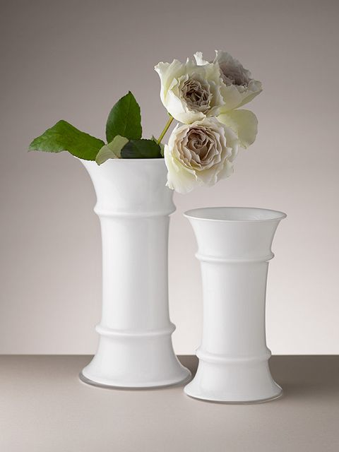 White, Artifact, Petal, Vase, Cut flowers, Interior design, Still life photography, Flowering plant, Artificial flower, Flower Arranging,