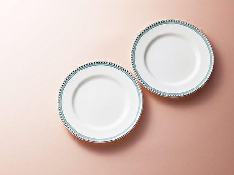 Dishware, Plate, Tableware, Porcelain, Serveware, Platter, Saucer, Dinnerware set, Circle, Bowl,