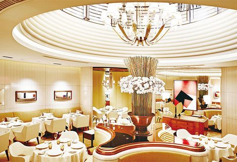 Decoration, Ceiling, Function hall, Room, Restaurant, Interior design, Building, Lighting, Yellow, Banquet,