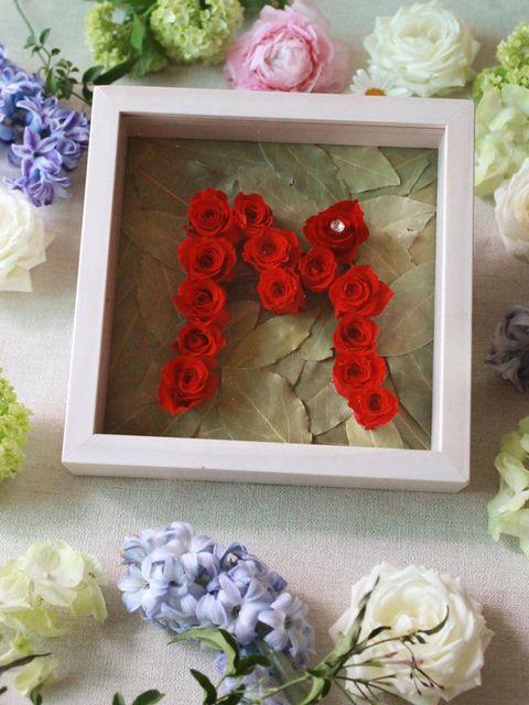 Flower, Artificial flower, Bouquet, Plant, Cut flowers, Font, Rose, Petal, Fashion accessory, Hair accessory,