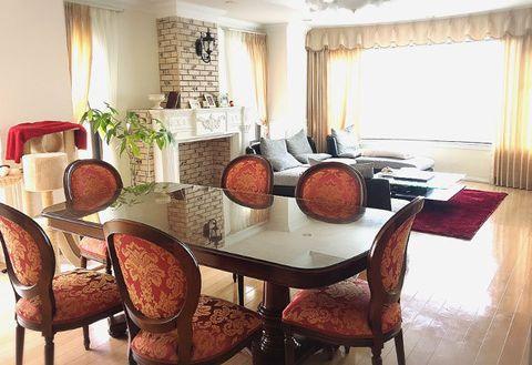 Room, Furniture, Property, Interior design, Dining room, Table, Kitchen & dining room table, Building, Chair, House,