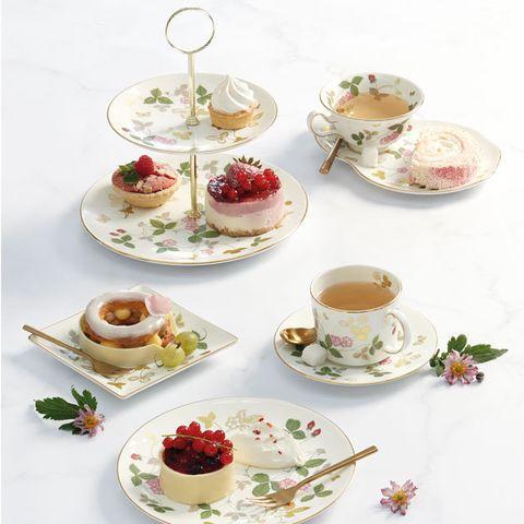 Teacup, Saucer, Porcelain, Serveware, Tableware, Cup, Food, Dishware, Tea set, Cuisine,