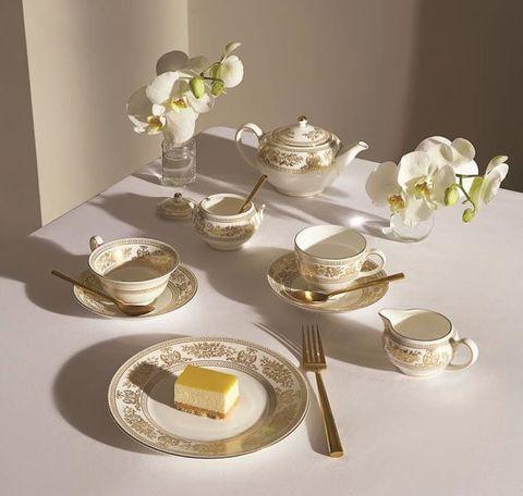 Tableware, Porcelain, Dishware, Serveware, Table, Saucer, Household silver, Silver, Drinkware, Dinnerware set,