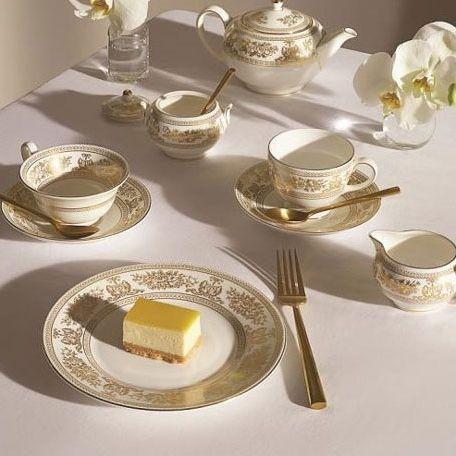 Tableware, Porcelain, Serveware, Saucer, Dishware, Teacup, Table, Tea set, Household silver, Dinnerware set,