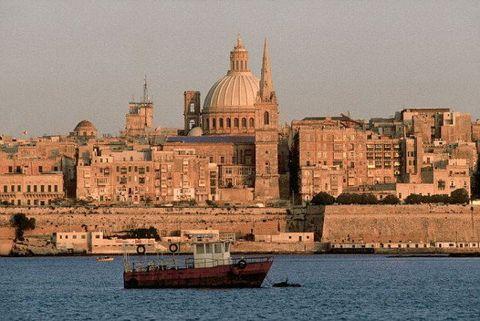 Water transportation, Landmark, Waterway, City, Vehicle, Boat, Ferry, Channel, Watercraft, Sea,