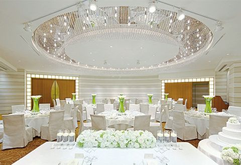 Decoration, Ceiling, Function hall, White, Lighting, Room, Interior design, Restaurant, Wedding banquet, Table,