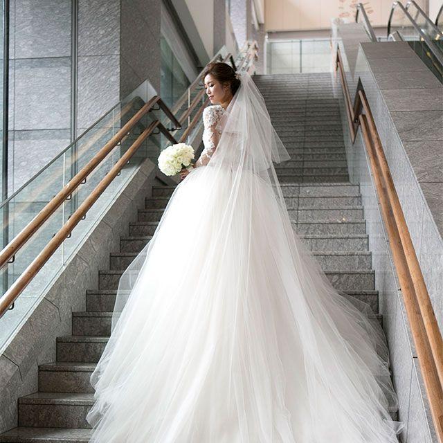 Clothing, Bridal clothing, Sleeve, Dress, Shoulder, Textile, Photograph, Gown, Formal wear, Wedding dress,