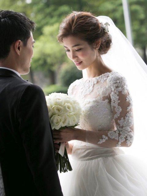 Bride, Wedding dress, Gown, Photograph, Dress, Bridal clothing, Clothing, Wedding, Ceremony, Bridal accessory,