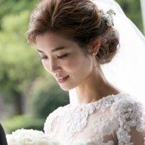 Clothing, Hair, Head, Ear, Hairstyle, Sleeve, Forehead, Shoulder, Eyebrow, Bridal veil,
