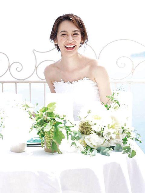 Clothing, Petal, Bouquet, Strapless dress, Dress, Photograph, Happy, Bridal clothing, Flower, Facial expression,