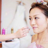 Ear, Hairstyle, Forehead, Eyebrow, Bridal accessory, Hair accessory, Photograph, Headpiece, Style, Beauty,