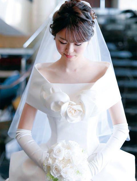Veil, Hair, Bride, Bridal veil, Bridal accessory, Wedding dress, Shoulder, Dress, Bridal clothing, Hairstyle,