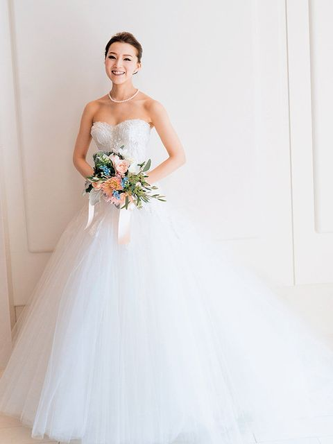 Clothing, Bridal clothing, Dress, Sleeve, Shoulder, Textile, Gown, Photograph, Joint, Standing,