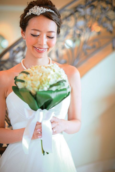 Clothing, Human, Dress, Shoulder, Bouquet, Petal, Photograph, Happy, Wedding dress, Formal wear,