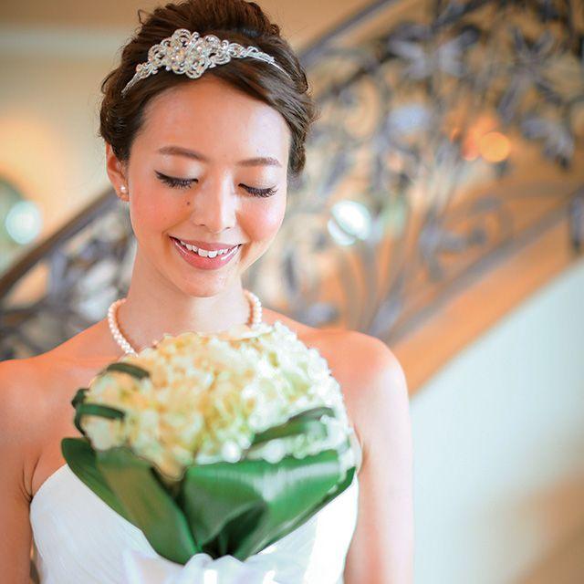 Clothing, Human, Dress, Shoulder, Petal, Bouquet, Photograph, Happy, Wedding dress, Formal wear,