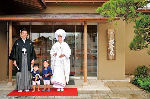 Temple, Costume, Cloak, Door, Tradition, Kannushi, Mantle, Costume design, Robe,