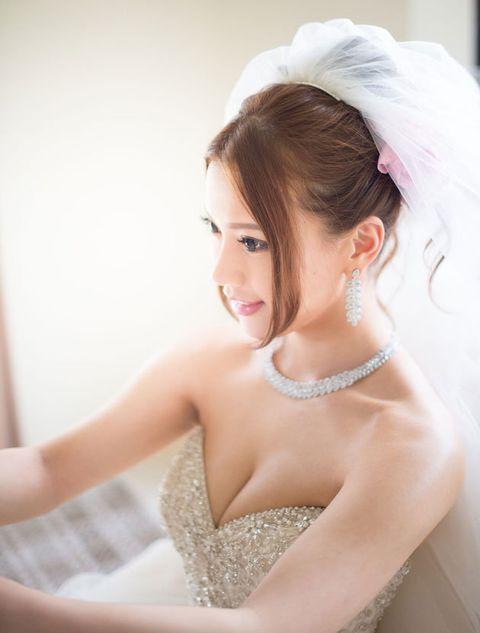 Hair, Skin, Photograph, Wedding dress, Bride, Dress, Beauty, Bridal accessory, Hairstyle, Shoulder,