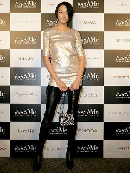 Clothing, Human, Leg, Brown, Sleeve, Style, Waist, Fashion model, Knee, Fashion,