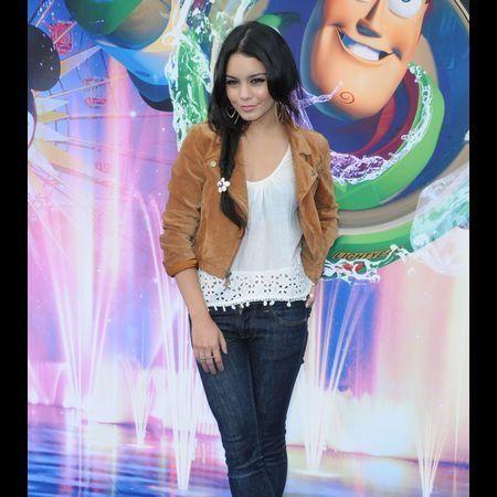 Denim, Jeans, Style, Beauty, Fashion, Street fashion, Fashion model, Youth, Thigh, Waist,