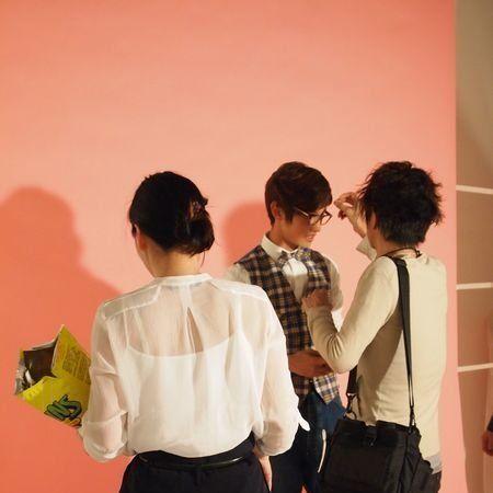 Trousers, Dress shirt, Shoulder, Shirt, Collar, Interaction, Waist, Pocket, Bag, Back,