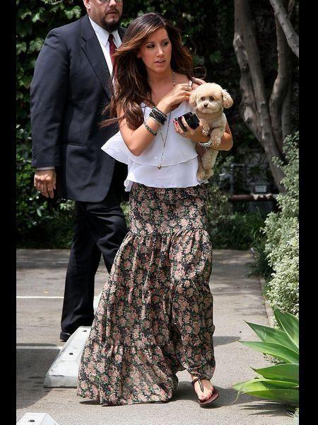 Trousers, Outerwear, Coat, Carnivore, Toy, Street fashion, Blazer, Slipper, Dog breed, Companion dog,