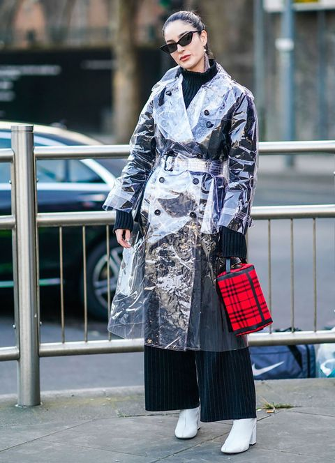 Clothing, Street fashion, Fashion, Trench coat, Coat, Outerwear, Tartan, Overcoat, Costume, Photography,