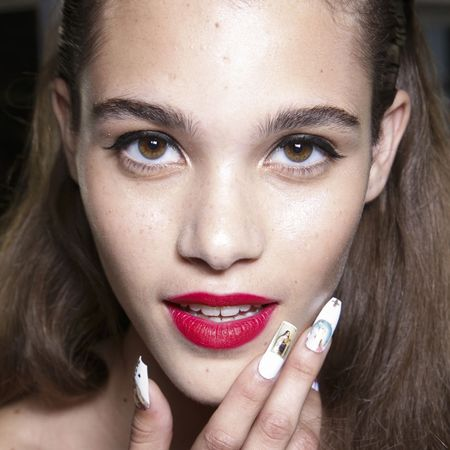 Finger, Lip, Brown, Skin, Eyebrow, Nail, Eyelash, Beauty, Organ, Jewellery,
