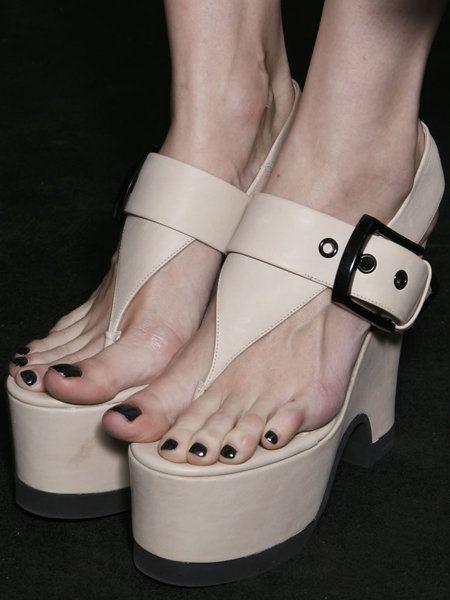 Finger, Joint, Toe, Fashion, Foot, Nail, Sandal, High heels, Beige, Peach,