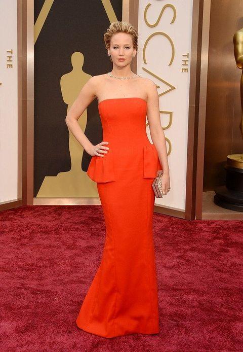 Shoulder, Dress, Flooring, Carpet, Style, Waist, Gown, One-piece garment, Fashion model, Red carpet,