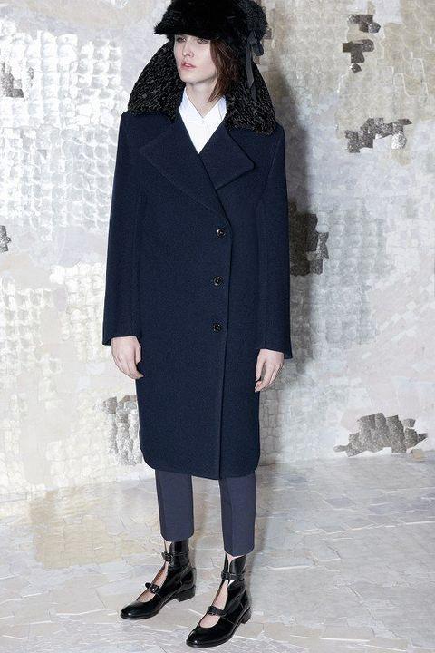 Clothing, Sleeve, Collar, Coat, Outerwear, Style, Overcoat, Street fashion, Fashion, Blazer,