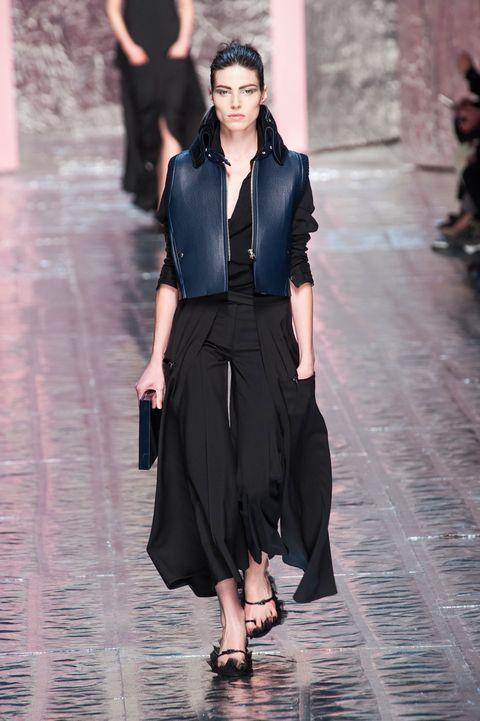 Sleeve, Shoulder, Joint, Style, Street fashion, Waist, Fashion, Neck, Fashion model, Black,