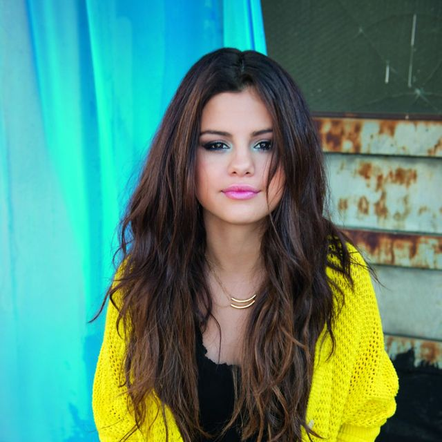 Yellow, Sleeve, Shoulder, Denim, jean short, Style, Beauty, Black hair, Street fashion, Waist,