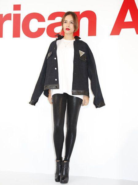Sleeve, Textile, Joint, Outerwear, Collar, Style, Knee, Fashion model, Street fashion, Fashion,