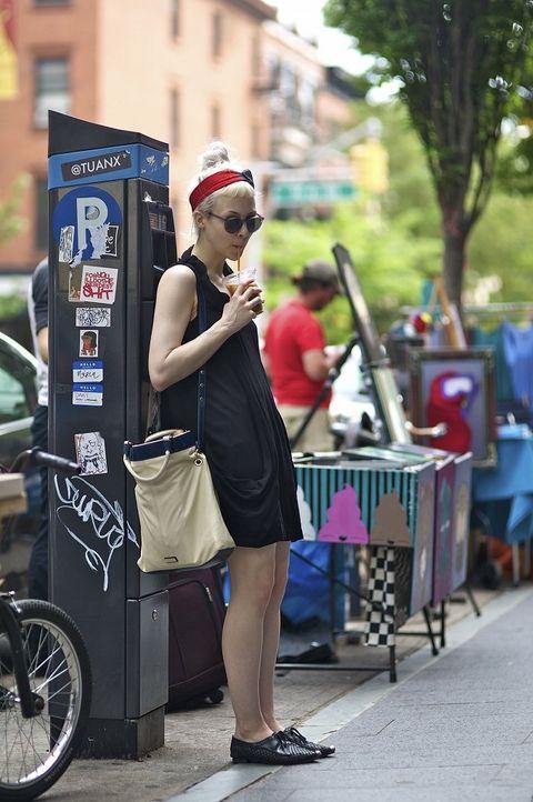Bicycle tire, Bicycle wheel rim, Hat, Bicycle wheel, Dress, Street fashion, Bag, Fashion accessory, Sunglasses, Spoke,