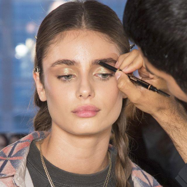 Hair, Face, Eyebrow, Lip, Hairstyle, Beauty, Fashion, Nose, Cheek, Skin,