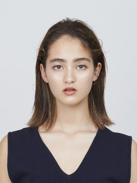 Ear, Lip, Hairstyle, Skin, Chin, Forehead, Shoulder, Eyebrow, Joint, Eyelash,