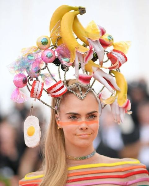 Hair, Yellow, Hairstyle, Beauty, Fashion, Pink, Headgear, Fashion accessory, Headpiece, Party supply,